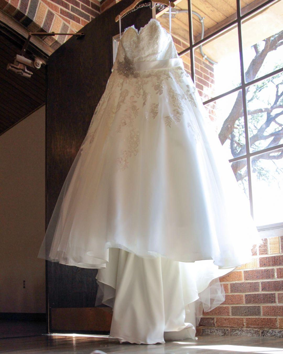 Vanessa\'s 700 Mile Wedding Dress Journey - Strut Bridal Salon