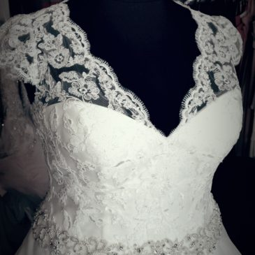 NEW Cap Sleeve Organza Ballgown Wedding Dress