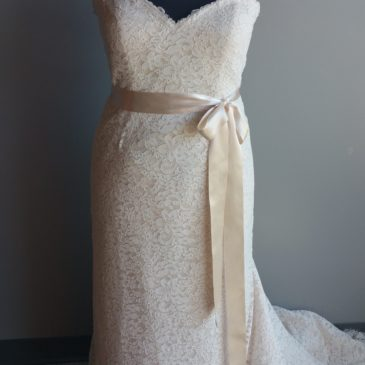 NEW: Classic Lace Sheath Wedding Gown