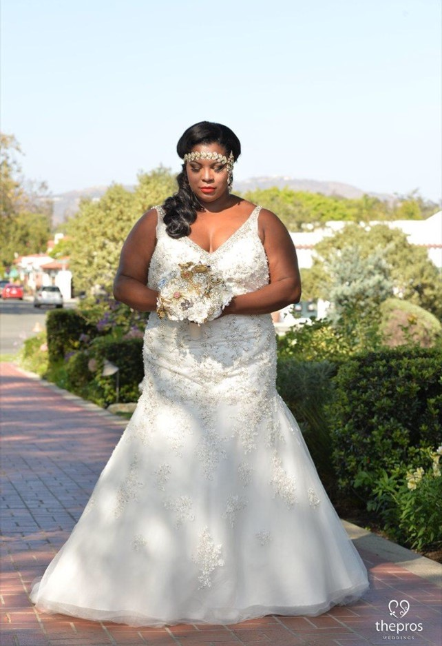 April Looked Simply Glamorous In Her Vneck Beaded Lace Trumpet Gown. It Had  Super Large Beading On The Bodice And Straps, And The Lace Appliques Were  Beaded ...