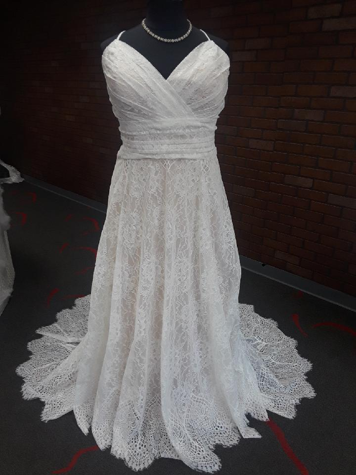 NEW ARRIVAL: Plus Size Lace Aline Wedding Dress - Strut ...