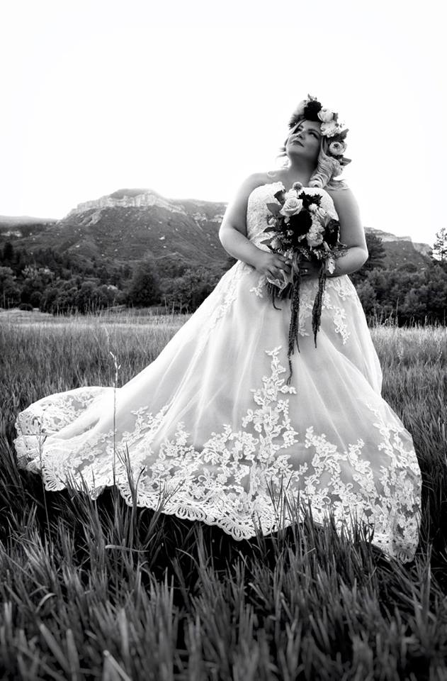 plus size bride in boho chic wedding dress