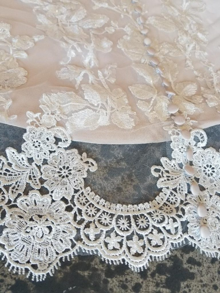 lace edging on removable train